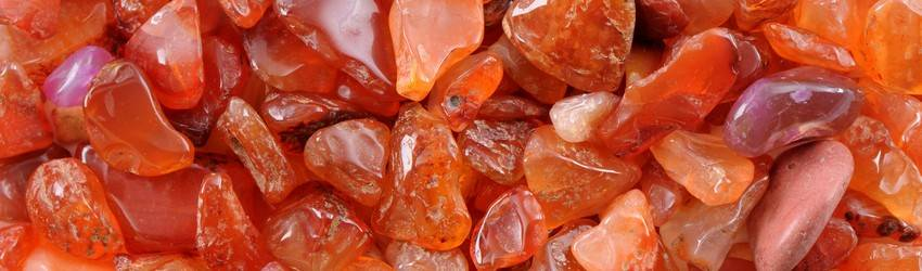 Orange carnelian crystals in a big pile.