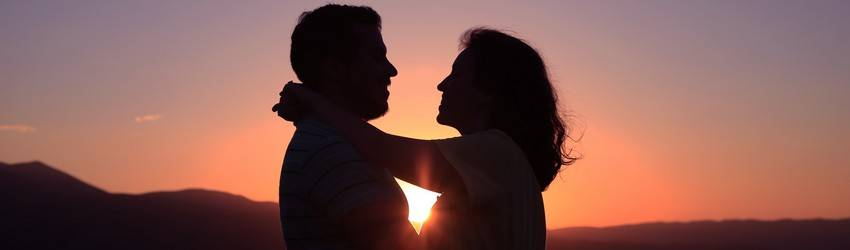 couple-standing-in-the-sunset