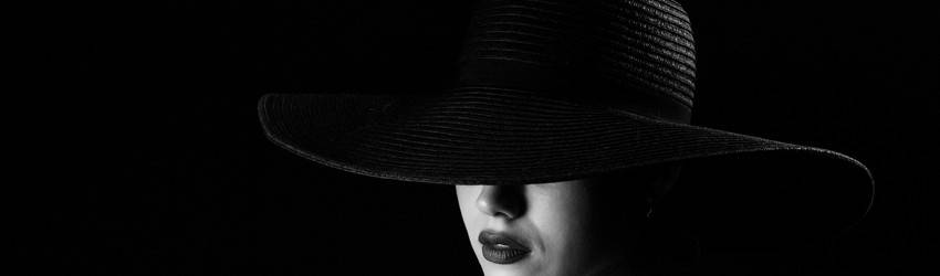 woman-with-black-hat